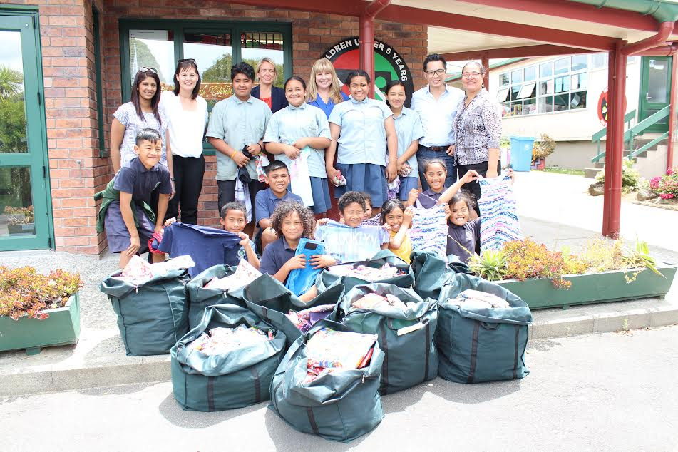 Postie+ CEO, Henry Lee and staff visited Finlayson Park School this week to donate 700 items of new season clothes thanks to the Postie+One initiative.