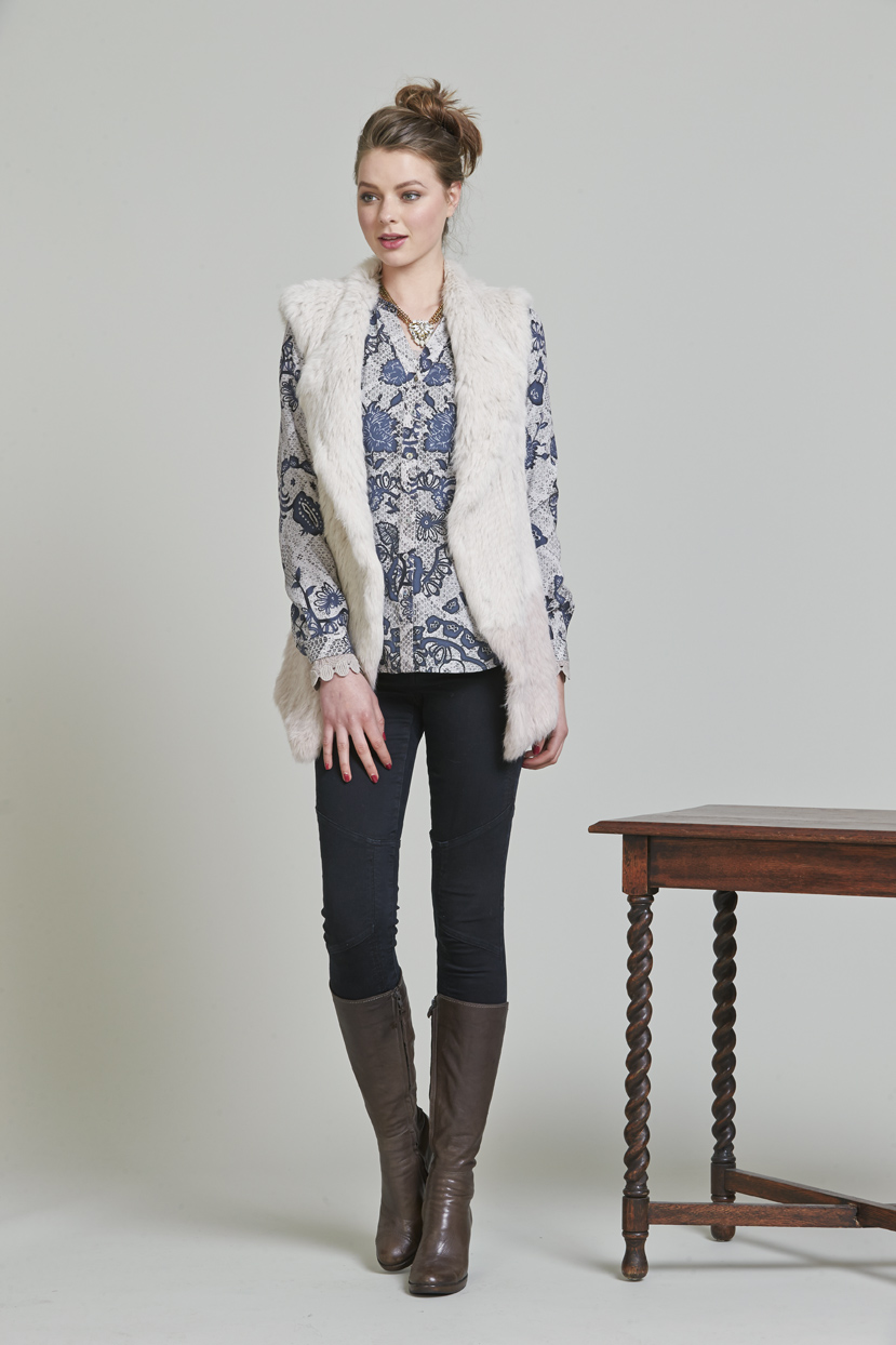 Page 18 LS973 Amour Gilet LS944 T'sarina Shirt LS999 Power Stretch Panelled Jean
