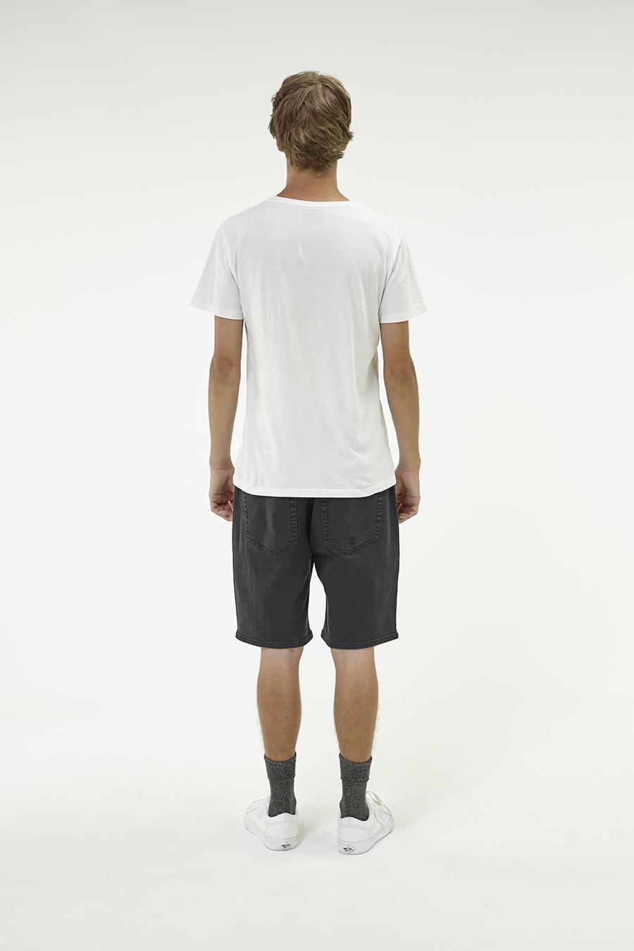 Huffer_Q3-16_M-Rolling-Short_Washed-Black-03