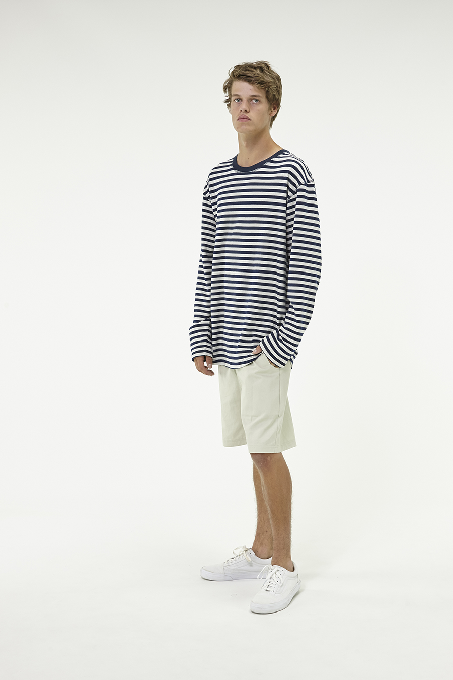 Huffer_Q3-16_M-Side-One-LS-Tee_Navy-04