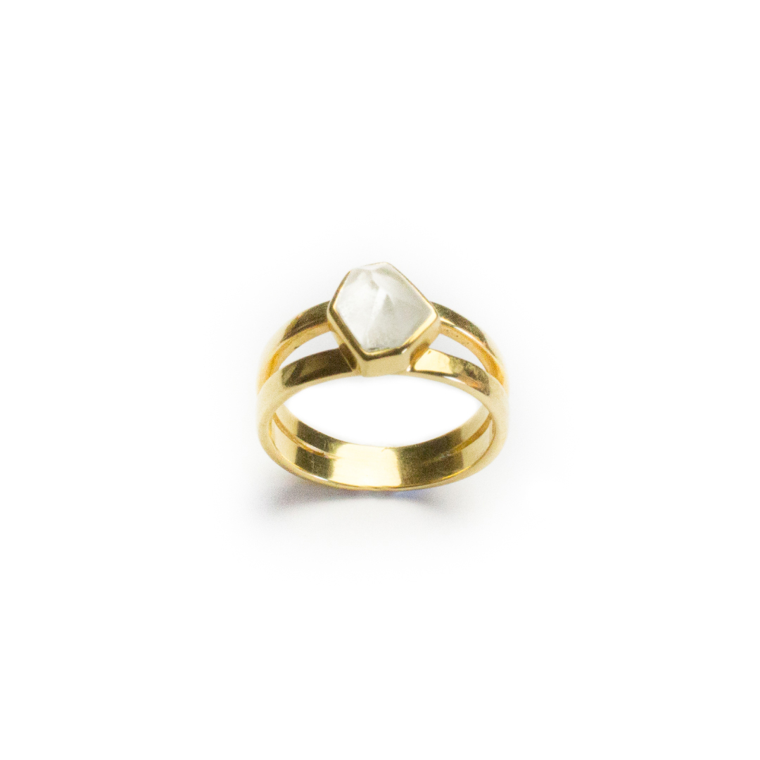 flash-jewellery-moonlight-ring-gold-standing