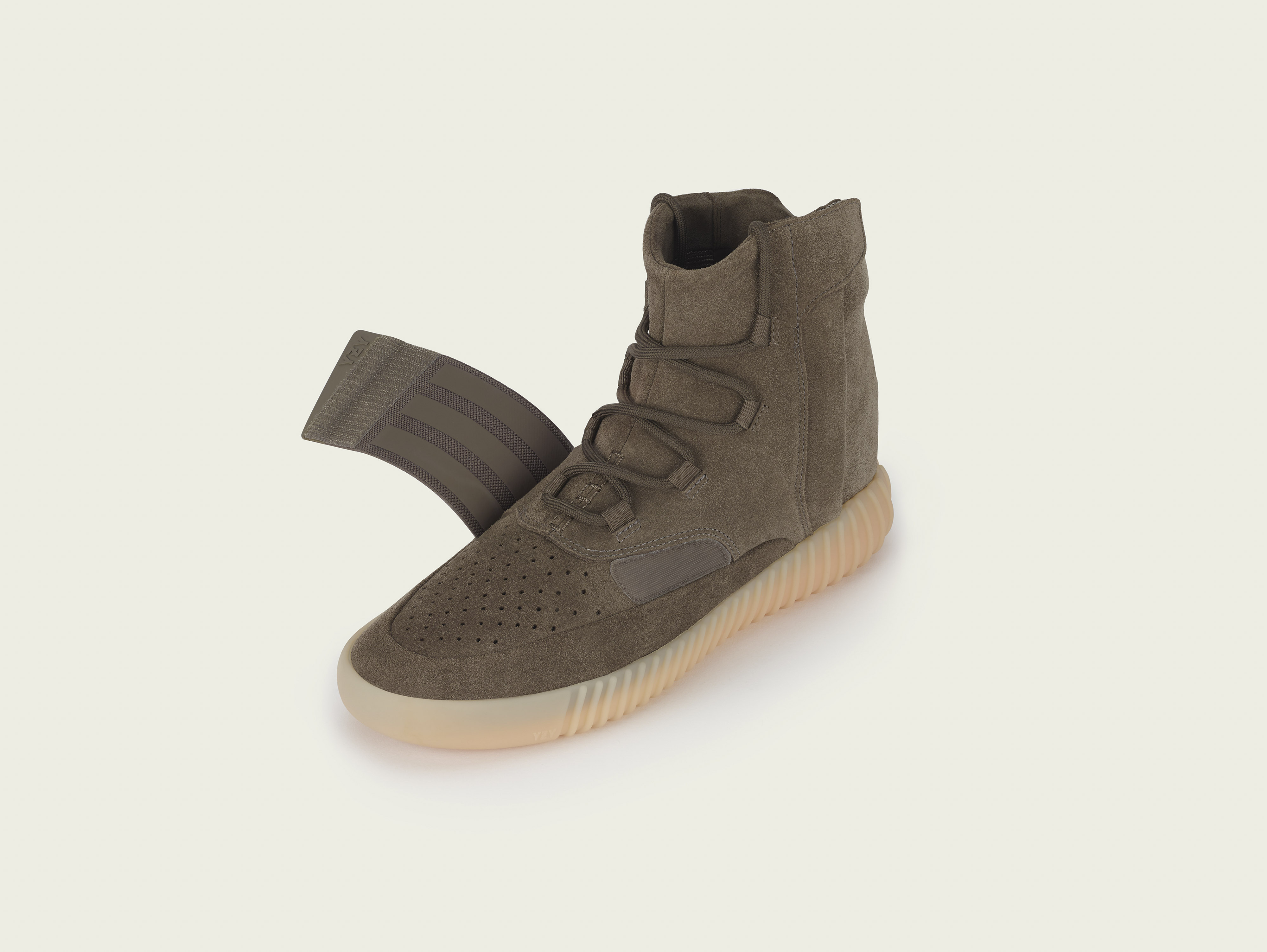 stills_yeezy750_brown_pr2