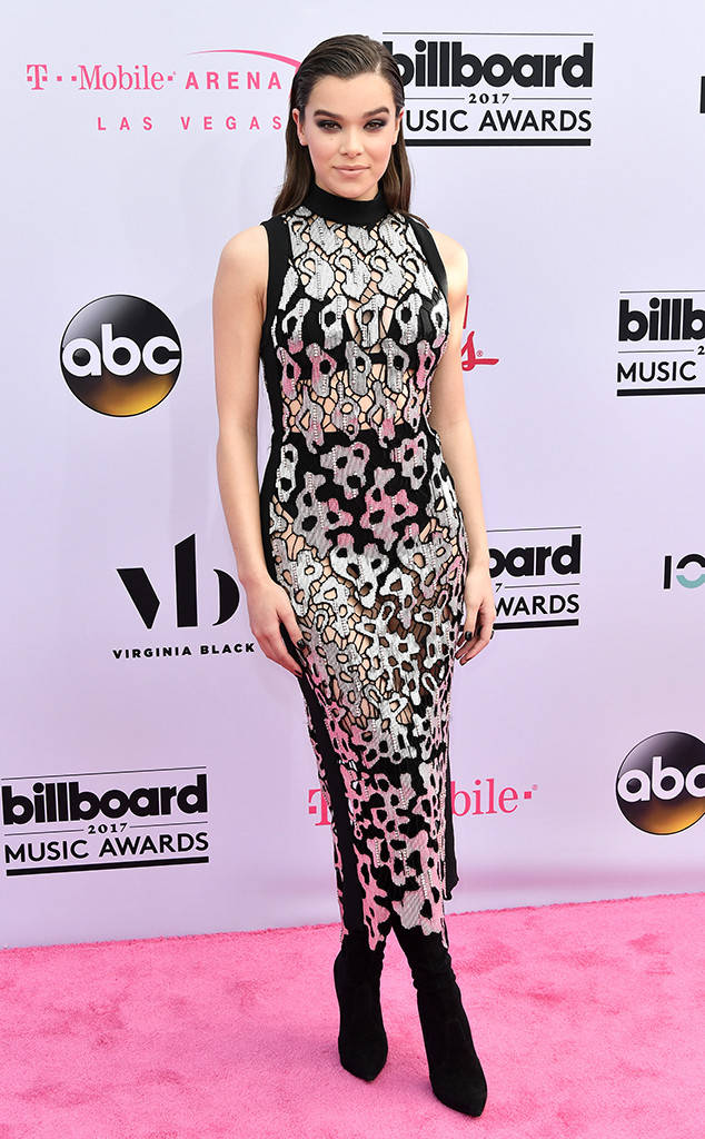 Hailee Steinfield looked amazing at the Billboard Music Awards