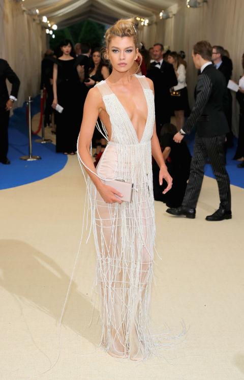 Stella Maxwell wearing H&M