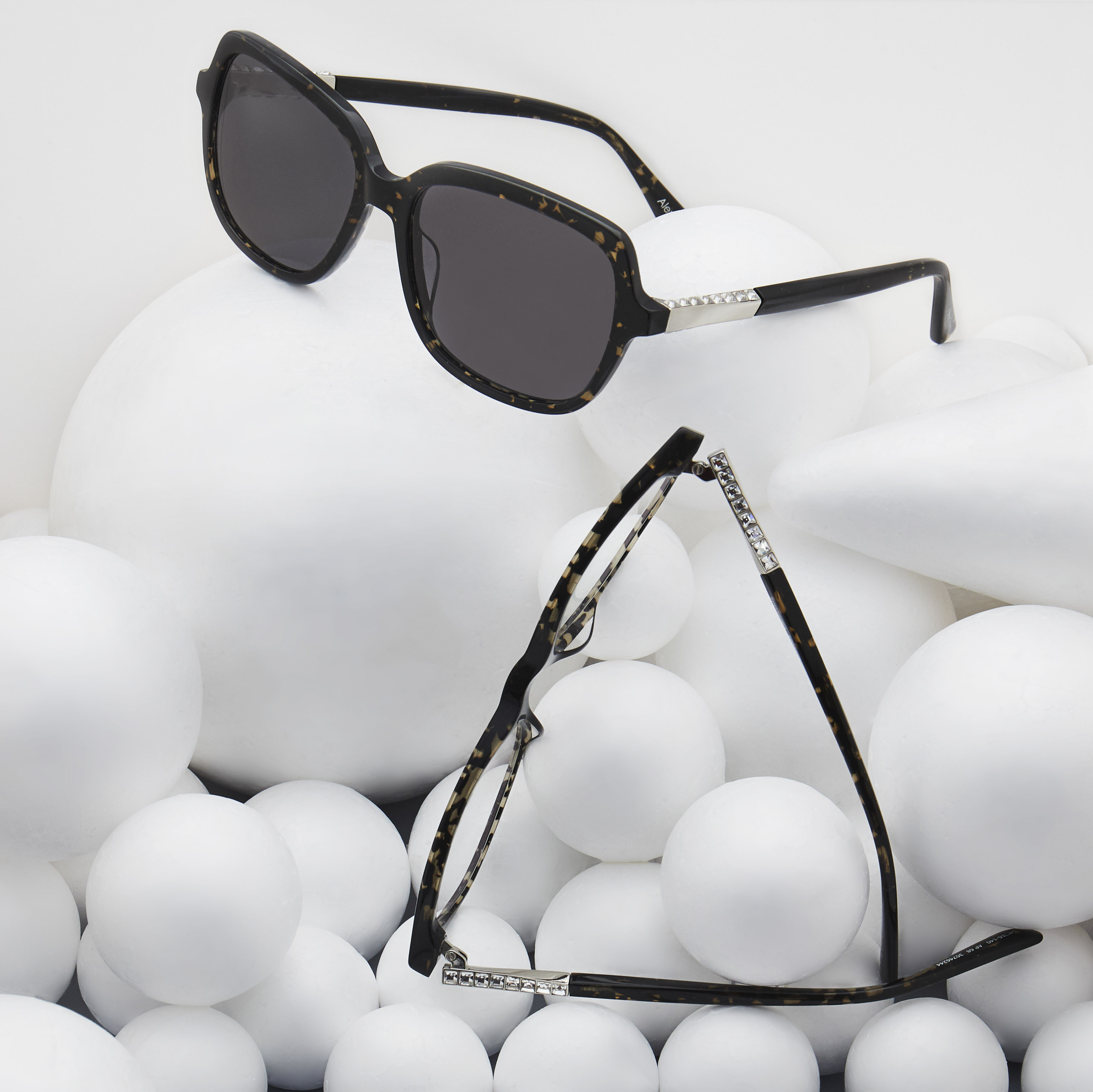 Alex Perry S Exclusive New Eyewear Apparel