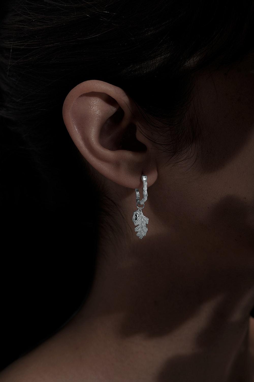 acorn-and-leaf-mini-hoop-earrings-silver-kw345stg-silver-side-0362186001551228543_1551228511