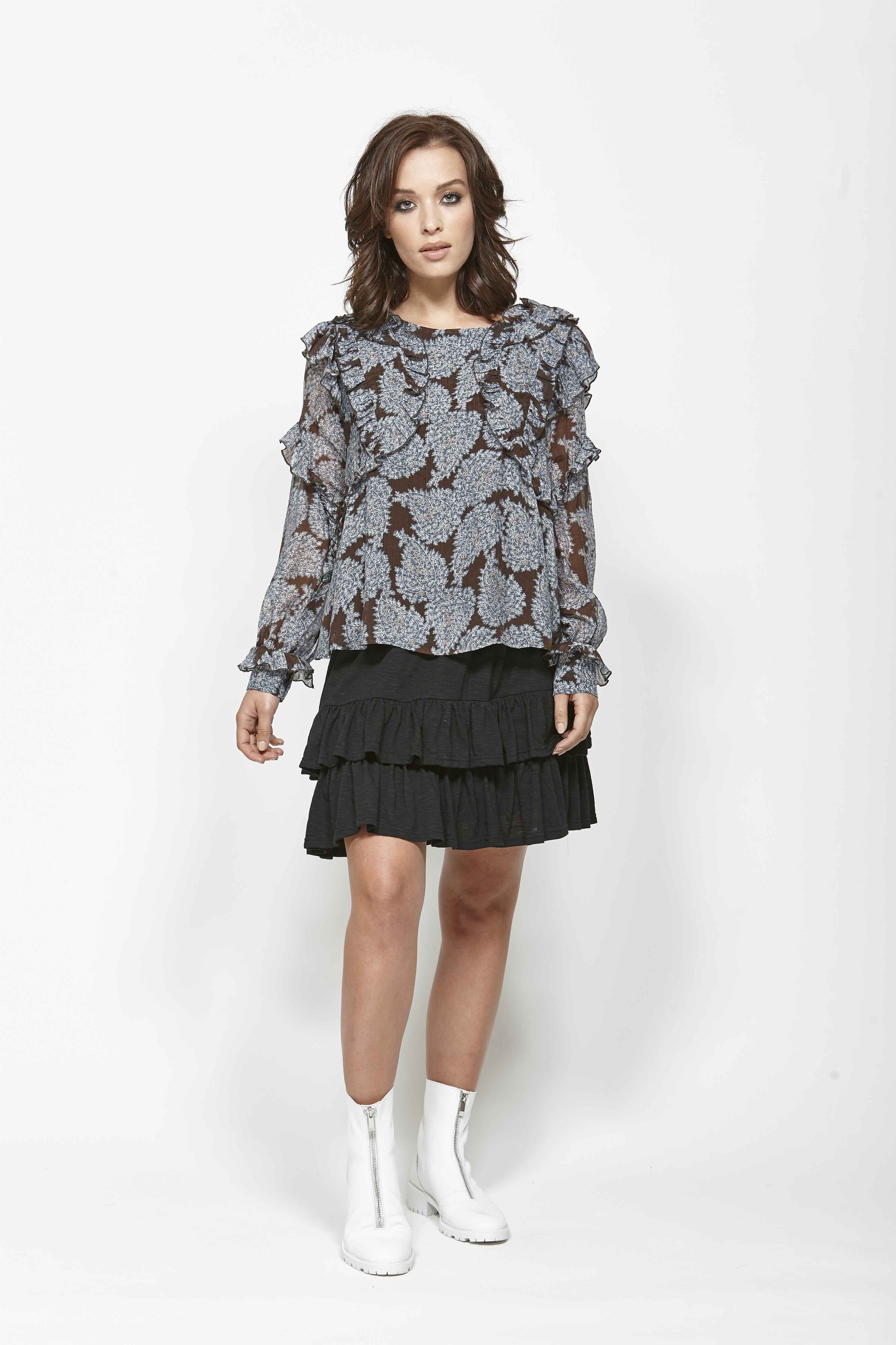 LEO+BE LB1368 Space Shirt, RRP$159.00 & LEO+BE LB1357 Sub Skirt, RRP$135.00 (2)